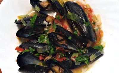 mussels in wine leeks and tomatoes
