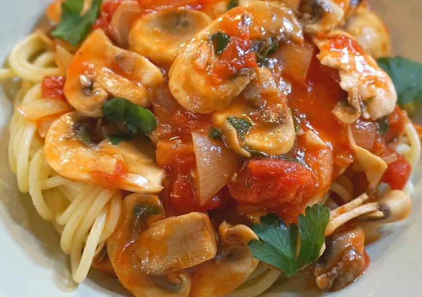 Pasta with chicken, mushroom, tomato and white truffles