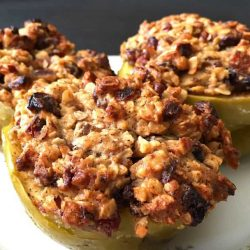 Baked Apples with Rolled Oats and Dried Fruit Topping