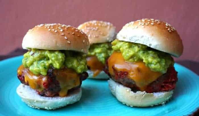 Mini Hamburguesas de Carne y Chorizo con Guacamole